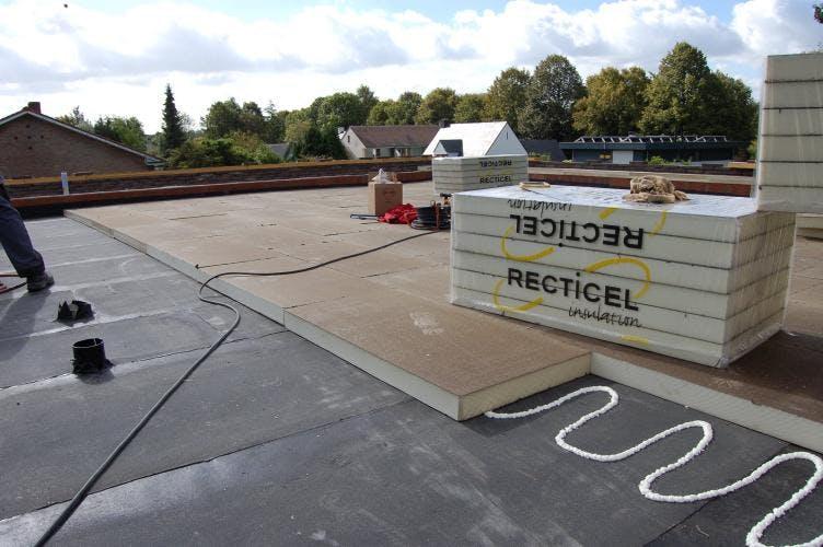 Plat dak isoleren wat zijn de mogelijkheden en de prijzen per m