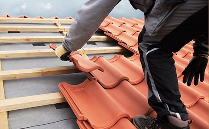 Dakpannen vervangen voor een beter waterdicht dak dakdek gigant